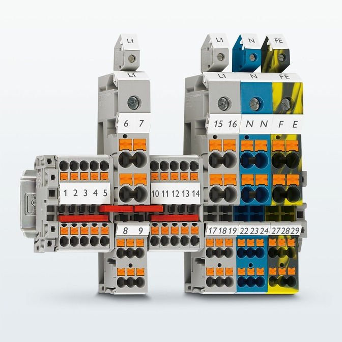 Connection-ready distribution blocks with push-in connection